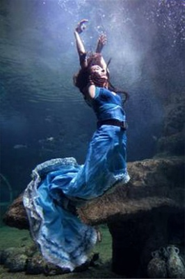 Dancer Anabel Veloso in photo shoot for her 2009 Deje Flamenco production Nacidos del Mar.