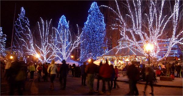 Christmas lights in Leavenworth, Washington. © Pat Paquette, 2013.